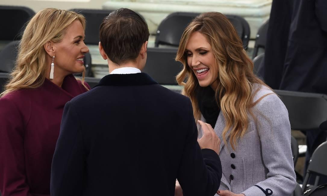O clima de descontração tomou conta de Vanessa, Lara Trump e Jared Kushner antes do discurso de Donald Trump Foto: TIMOTHY A. CLARY / AFP