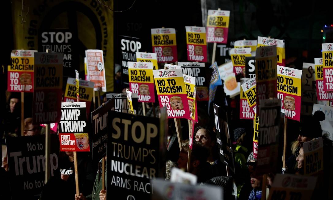 Em Londres a manifestação foi em frente a embaixada dos Estados Unidos. Foto: PETER NICHOLLS / REUTERS