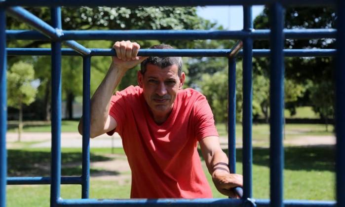 """Luiz Fernando Vianna lança o livro """"Meu menino vadio"""", em que relata sua vida com o filho autista Foto: Custódio Coimbra / Agência O Globo"""