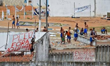 Detentos da penitenciária de Alcaçuz, no Rio Grande do Norte, durante rebelião Foto: Andressa Anholete / AFP / 20-1-2017