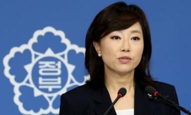Ministra da Cultura, Cho Yoon-sun foi presa na Coreia do Sul Foto: YNA