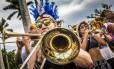 Ensaio da Orquestra Voadora, no Aterro do Flamengo, animou foliões Foto: Guito Moreto / Agência O Globo