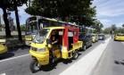 O tuk-tuk: triciclo começou a ser testado como alternativa de passeios Foto: Domingos Peixoto / Agência O Globo