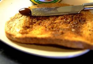 A acrilamida é produzida, em condições específicas, em alimentos com amido como batatas, raízes e pão Foto: © Phil Noble / Reuters / REUTERS