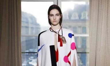 A semana de moda de alta-costura primavera/verão 2017 começou nesta segunda-feira em Paris com a Schiaparelli inspirada nas artes decorativas do Extremo Oriente Foto: PATRICK KOVARIK / AFP