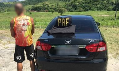 Homem foi preso com veículo roubado em Rio Bonito Foto: Divulgação / PRF