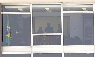 A ministra Cármen Lúcia, presidente do Supremo Tribunal Federal, se reúne com assessores em seu gabinete Foto: Ailton de Freitas / Agência O Globo