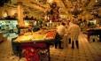 Setor de comida da rede Harrods, em Londres Foto: Britain On View / Divulgação