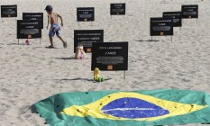 Ato da ONG Rio de Paz em Copacabana Foto: Domingos Peixoto / Agência O Globo