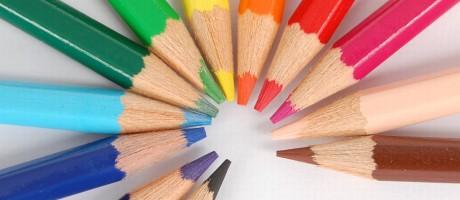Diferença entre o preço máximo e o mínimo encontrando para uma caixa de lápis de 12 cores também foi menor este ano, variou 235% Foto: FreeImages