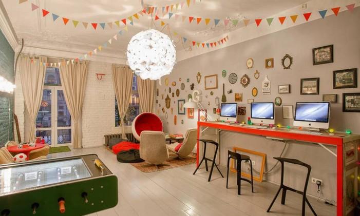 Área comum do Soul Kitchen, em São Petersburgo, Rússia Foto: Divulgação