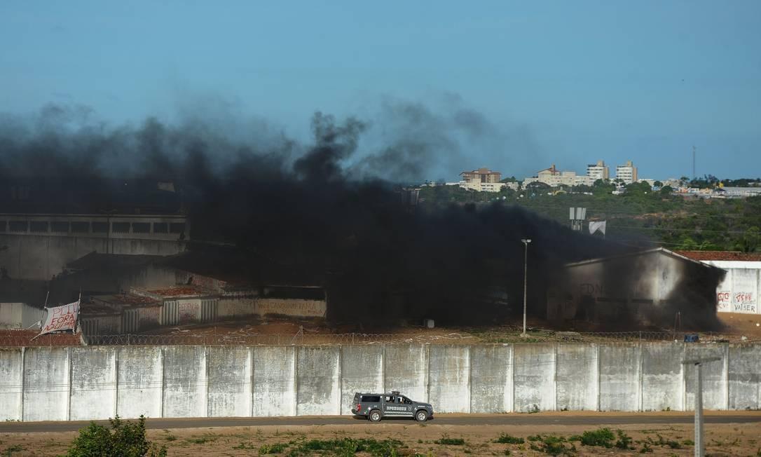 Cinco dias após a matança, os detetos de Alcaçuz voltaram a se enfrentar. Eles colocaram fogo em colchões. Foto: ANDRESSA ANHOLETE / AFP