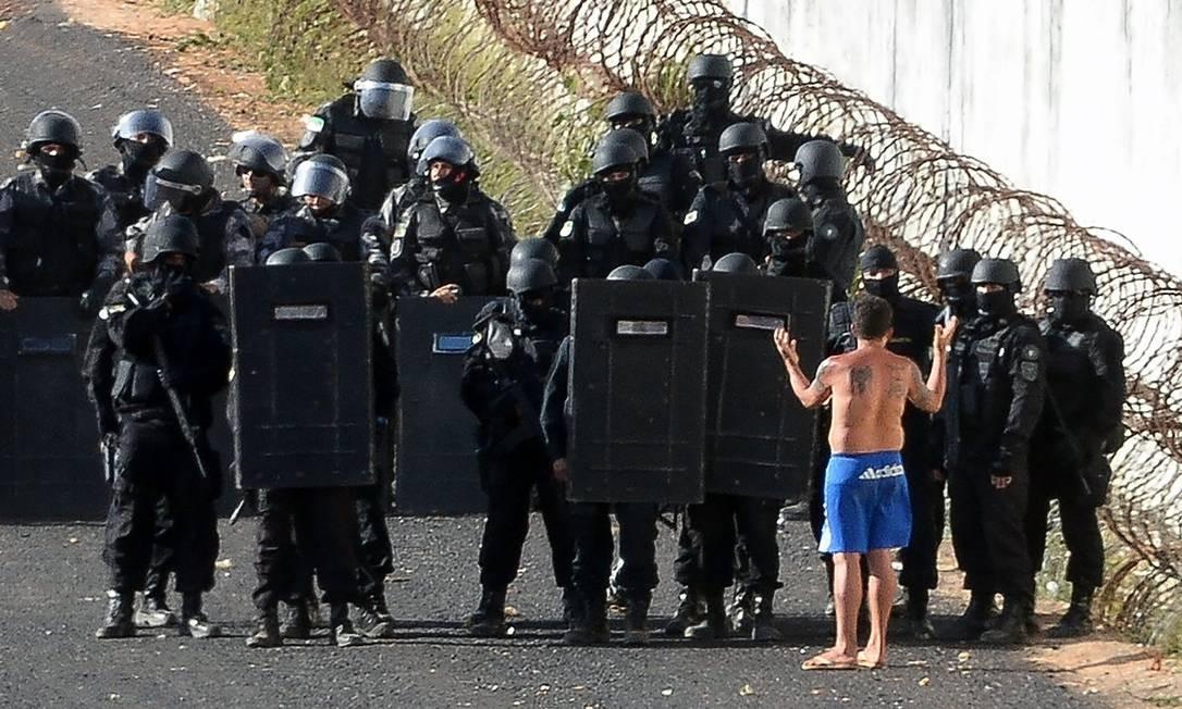 Três túneis construídos pelos presos foram encontrados pela Força Nacional Foto: ANDRESSA ANHOLETE / AFP