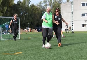 Mulheres praticam o programa Football Fitness Foto: MIA KJAERGAARD/DBU / Divulgação