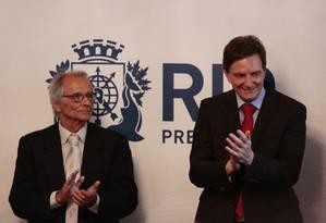 O vice-prefeito e secetário municipal de Transportes, Fernando Mac Dowell, e o prefeito Marcelo Crivella Foto: Thiago Freitas - 01/01/2017