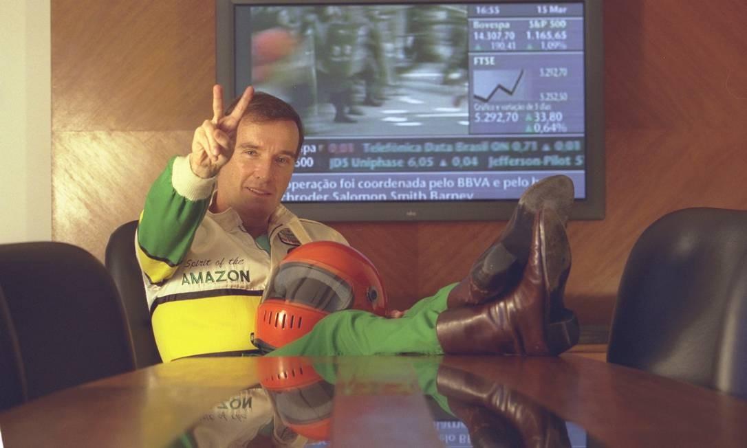 Em 2002, Eike Batista, campeão de corridas nauticas Off Shore, anuncia a EBX Express de transporte de cargas Foto: Marco Antônio Teixeira / Agencia o Globo