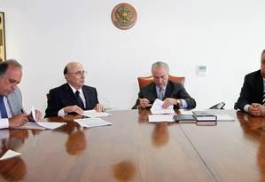 Em Brasília, governador do Rio e União fecham acordo para socorrer as finanças fluminenses. Foto: Beto Barata/ PR / Divulgação