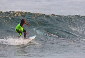 Menino comemorou não ter percebido que havia um tubarão ao seu lado Foto: Chris Hasson / AP