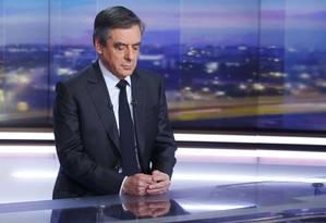Ex-premier francês, François Fillon se prepara para participar de programa na televisão para esclarecer escândalo Foto: POOL / REUTERS