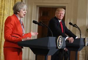 Trump ouve comentarios de May em coletiva após encontro Foto: Evan Vucci / AP