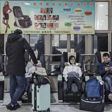 À espera. Pela tradição, Ano Novo Chinês é comemorado com familiares Foto: Qilai Shen / Qilai Shen/Bloomberg News/26-1-2017