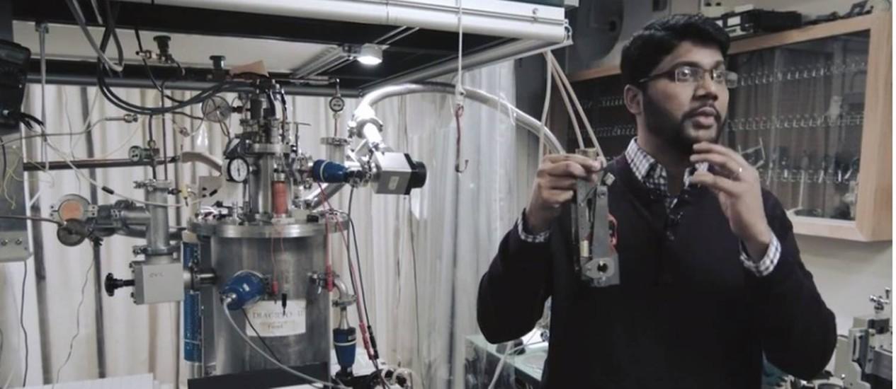 Em vídeo da Universidade Harvard, o pós-doutorando Ranga Dias explica o experimento Foto: Reprodução