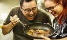 Celso Fortes e Michelle Rodriguez, chefs do açougue vegano do Rio Foto: Guilherme Leporace / Agência O Globo