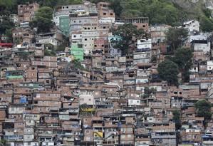 """Rocinha. Para Figueiredo, do Ministério das Cidades, """"A regularização converte locais em endereços"""" Foto: O Globo / Domingos Peixoto/4-12-2016"""