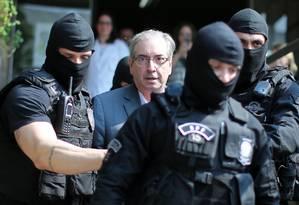 Eduardo Cunha chega ao IML em Curitiba em outubro de 2016 Foto: HEULER ANDREY / AFP