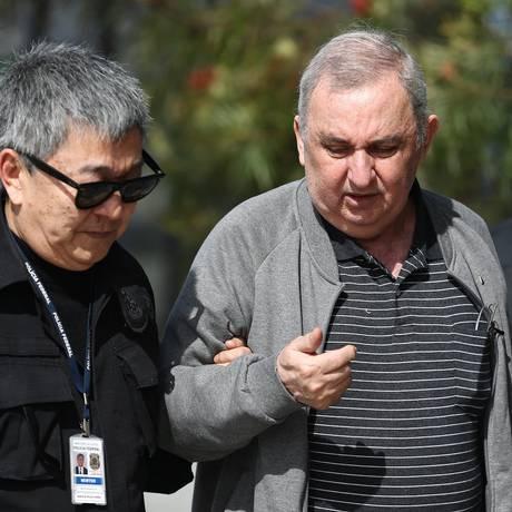 'Japonês da Federal' conduz Bumlai de volta à prisão da PF em Curitiba em setembro; Bumlai hoje cumpre prisão domiciliar Foto: Geraldo Bubniak / AGB