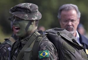 Desafio. Tenente Gonçalves comanda unidade na Amazônia Foto: Jorge William