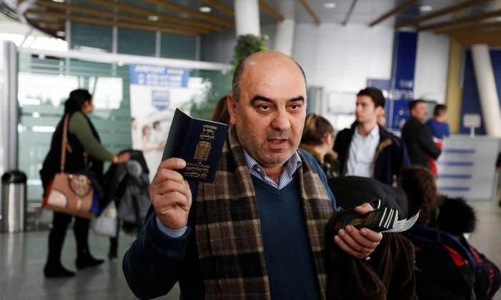 Fuad Sharef e sua família esperaram dois anos para conseguir visto de residência nos Estados Unidos Foto: AHMED SAAD / REUTERS