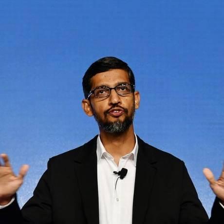 O diretor-executivo do Google, Sundar Pichai: empresa convocou seus empregados imigrantes a voltarem urgente aos EUA Foto: Bloomberg