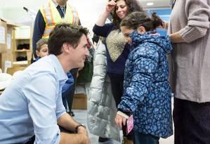 Trudeau recebe jovem refugiada Foto: Adam Scotti / Divulgação/Justin Trudeau
