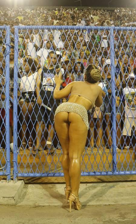 As belas curvas da passista da Grande Rio no ensaio do Sambódromo deste domingo Foto: Fabio Guimarães / Agência O Globo