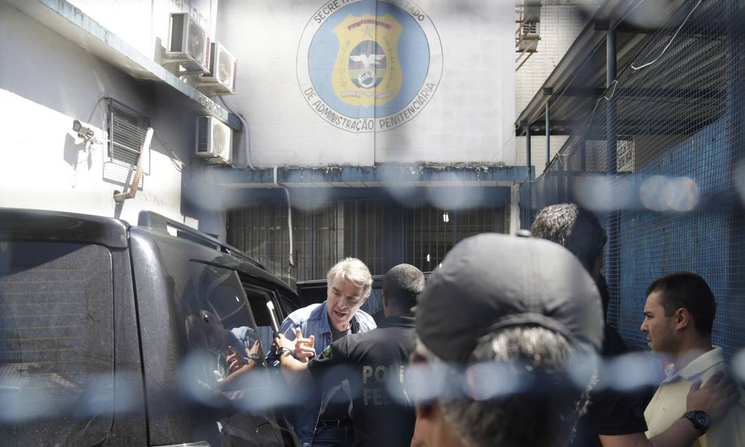 O empresário Eike Batista chega ao presídio Ary Franco, em Água Santa Foto: Gabriel de Paiva / Agência O Globo