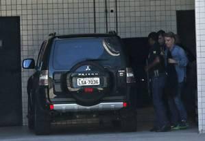 Eike Batista após fazer exame de corpo de delito no IML Foto: Márcio Alves / Agência O Globo