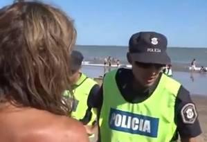 Episódio em praia argentina dividiu opinião de frequentadores da praia Foto: Internet / Reprodução