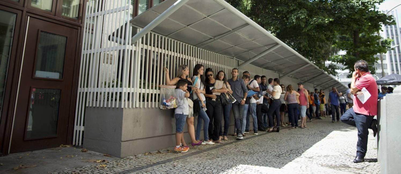 Fila para vistos no consulado americano do Rio de Janeiro Foto: Marcia Foletto / Agência O Globo