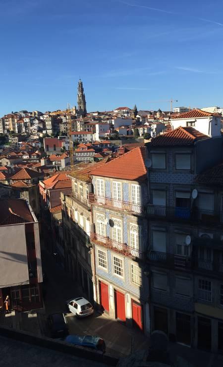 A cidade do Porto, vista de cima. Ao fundo, a Torre dos Clérigos Foto: Maiá Menezes