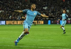 Gabriel Jesus se emociona ao fazer o primeiro gol pelo Manchester City Foto: GLYN KIRK / AFP