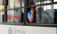 Ônibus sem ar condicionado Foto: Fabiano Rocha - 02/01/2017 / Extra / Agência O Globo