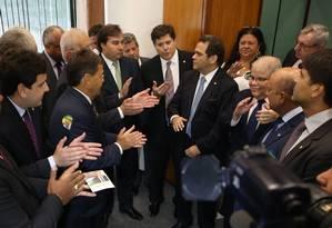 O Presidente da Câmara dos Deputados, Rodrigo Maia (DEM-RJ), fecha acordo para sua candidatura a reeleição à Presidência com Bancada do PMDB Foto: Ailton de Freitas / Agência O Globo