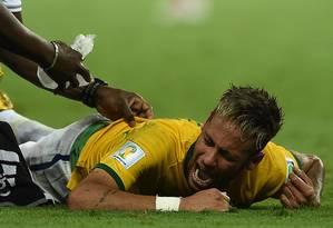 Neymar se machuca no jogo contra a Colômbia na Copa do Mundo de 2014 Foto: AFP PHOTO / EITAN ABRAMOVICH