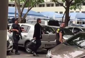 Ex-assessor de Cabral, o Kiko, chega à sede da Polícia Federal no Rio Foto: Rerpodução/G1