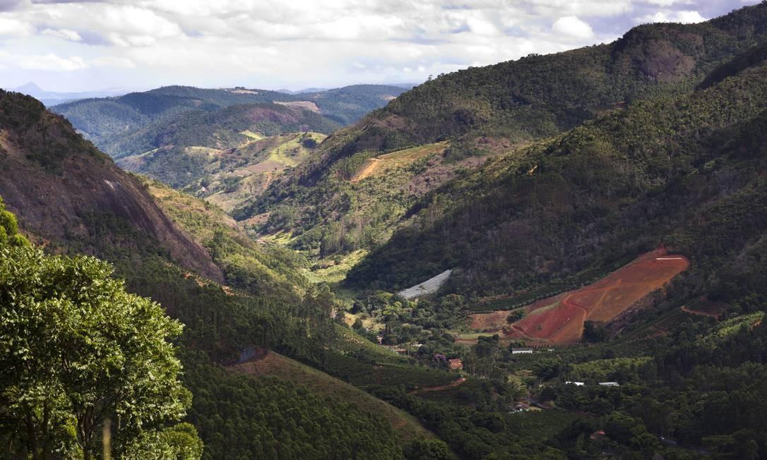 Vista do Vale de Canaã, onde o ciclo silvestre da febre amarela foi descrito pela primeira vez nos anos 30, e voltou agora a sofrer com a doença Foto: Mônica Imbuzeiro / O GLOBO