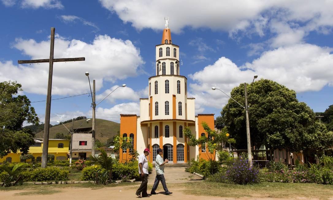 Igreja em São João do Jacutinga, distrito rural de Caratinga, onde há casos suspeitos de febre amarela silvestre Mônica Imbuzeiro / O GLOBO