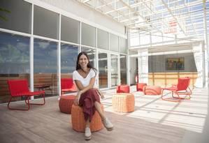 Cecília Ligiero, superintendente do shopping, na varanda renovada aberta aos clientes Foto: Analice Paron / Agência O Globo