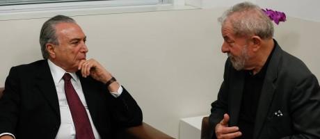 O presidente Michel Temer conversa com o ex-presidente Lula Foto: Beto Barata/Presidência/02-02-2017