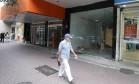 Passo o ponto. Loja fechada em Ipanema: franquias recorrem à tecnologia do geomarketing para identificar oportunidades e realocar alguns pontos de venda Foto: Domingos Peixoto / Domingos Peixoto/30-11-2016